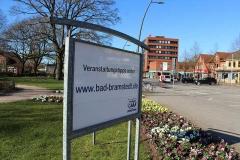 bvv-Infoschild vor dem Bad Bramstedter Schloß